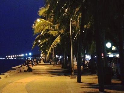ริมหาดวอนนภา ยามค่ำคืน