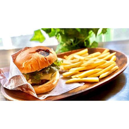 チーズハンバーガー+ポテト.jpg