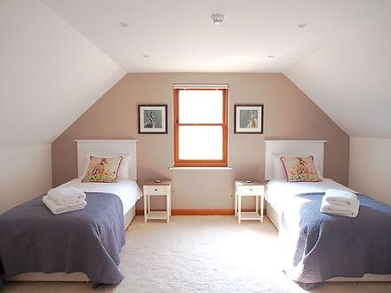 MADAME IRIS SARK - Family Bedroom Twin Room