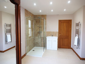 MADAME IRIS SARK - En Suite Bathroom