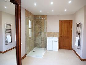 MADAME IRIS SARK - En Suite Bathroom
