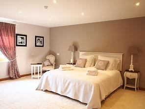 MADAME IRIS SARK - Super King Bedroom
