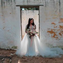 Stunning Bride Sadija with Unstructured Bridal Bouquet