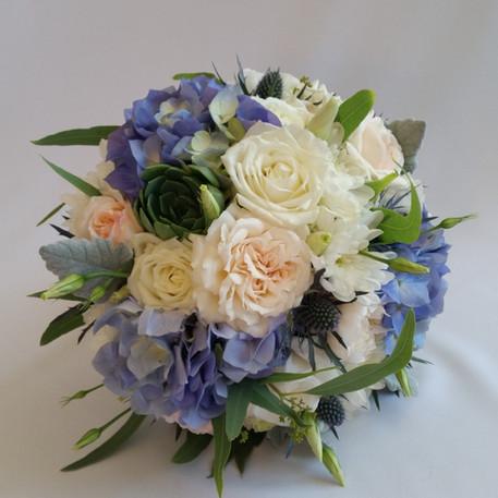 bridal-bouquet-blue-hydrangeas-roses