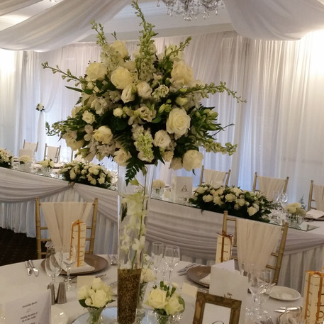 Tall Table Centrepiece in white and gold