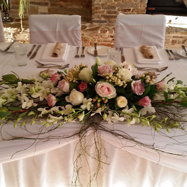 Bridal-table-flowers-long-and-low