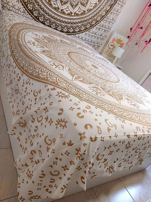 Cubre cama/ mandala Dorado
