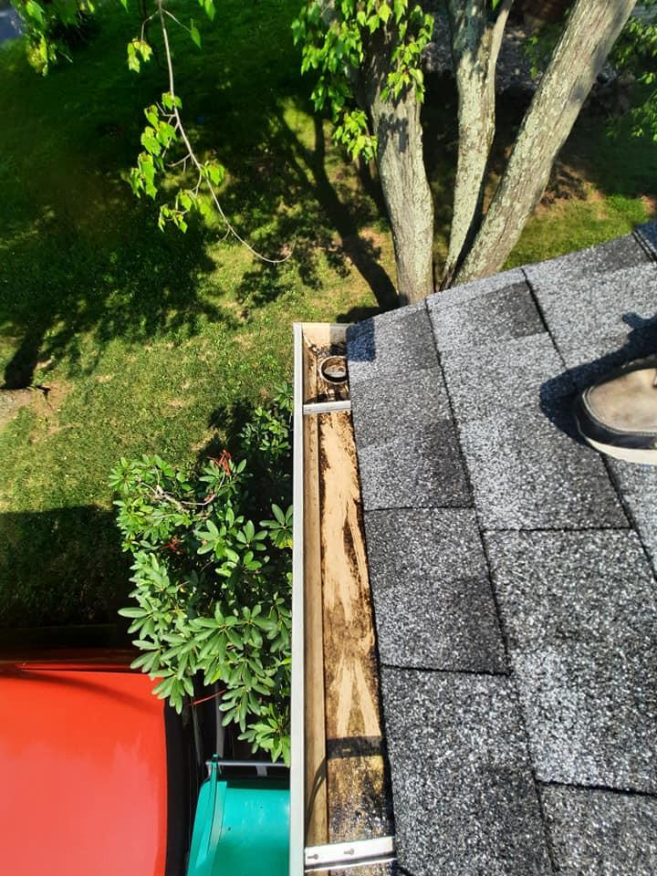 "<img src=""DE gutter repairs.png"" alt=""repairing leaky gutters for a Delaware homeowner"">"