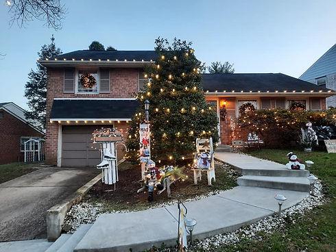 "<img src=""Christmaslights.png"" alt=""Chrsitmas light installers hanging lights "">"