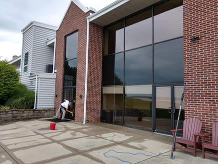 Residnetal & Commercial Window Cleaning