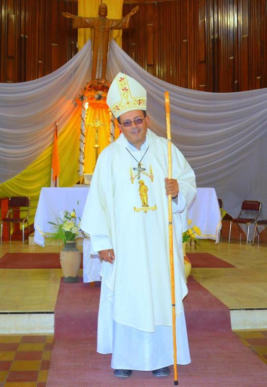 Ordenación_como_Obispo_1_-_10-mayo-2014