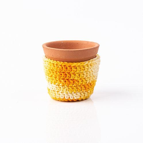 Mini Vaso de Terracota e Cachepot de Crochê Amarelo P