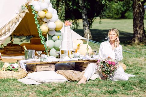 Wedding bell tent + picnic