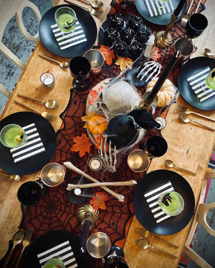 Halloween luxe party table