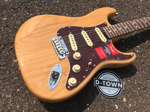 Fender Lightweight Ash American Professional Stratocaster Aged Natural