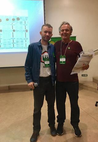 Dr. Beny Schmidt durante o 1º Simpósio Brasileiro sobre Miopatia Mitocondrial.