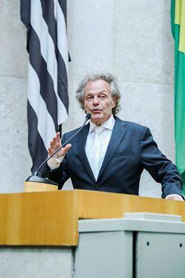 Dr. Beny Schmidt será homenageado amanhã (16.07) pela Academia Luminescência Brasileira.