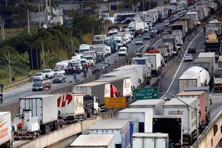 Contos de Vida - Greve dos Caminhoneiros Depressão Brasileira