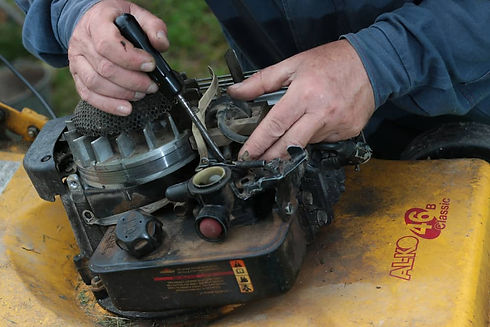 How-to-Clean-Lawn-mower-Carburetor.jpg