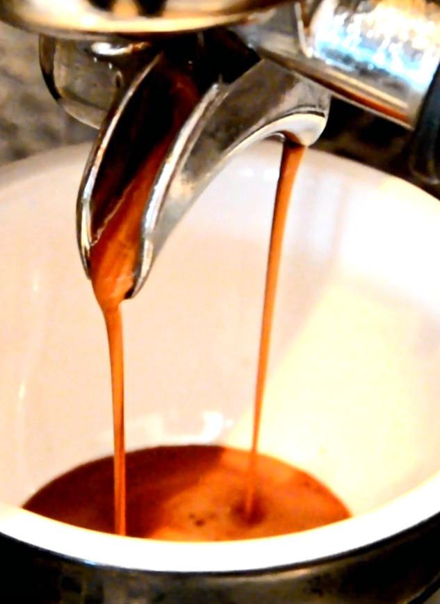 coffee%20pooring_edited.jpg