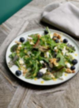 Rezept Foto - Wildkräutersalat mit Ziegenkäse und Heidelbeeren
