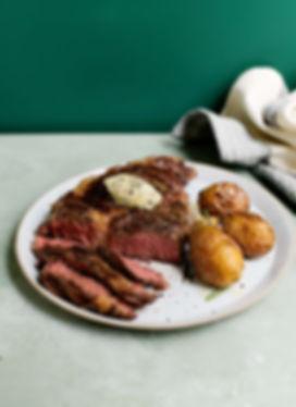 Rezept Foto - Rib Eye Steak mit Kartoffeln und Kräuterbutter