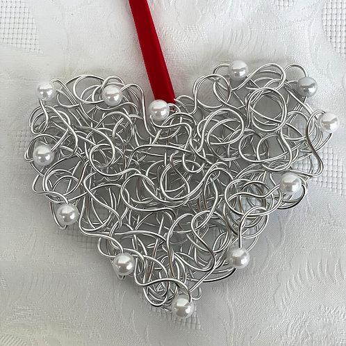 Herz silber mit weißen Perlen