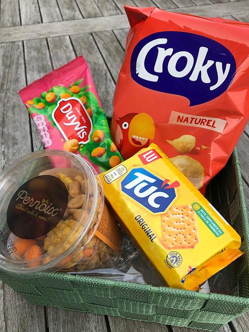 Geschenkmand 'budget' zoute snacks