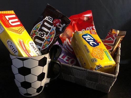 Deco luxe geschenkmand - voetbalmok