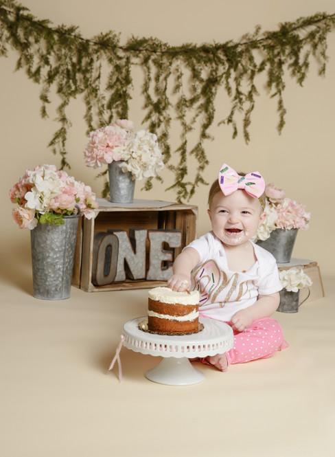 Mia Cake Smash 1 year fav461A3428.jpg