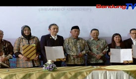 mou with minister.jpg