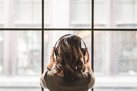 Kulaklıklar ile kadın