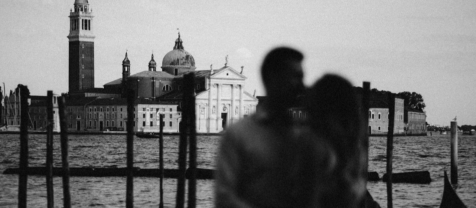 Intimate elopement in Venice