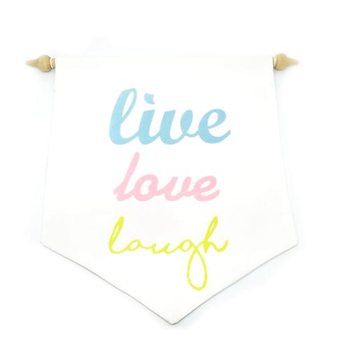 Fanion décoratif mural live love laugh blanc