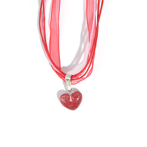 Collier rubans coeur rouge