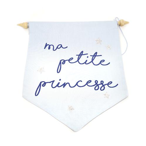 Fanion décoratif mural petite princesse bleu