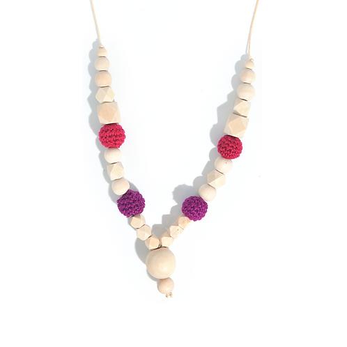 Collier de portage et d'allaitement en bois de hêtre et perles crochetées