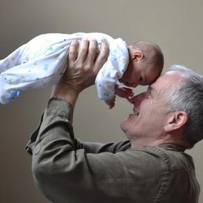 Plötzlich Großeltern! Wie sich unsere Lebensgeschichte wiederholt und neu geschrieben wird ...