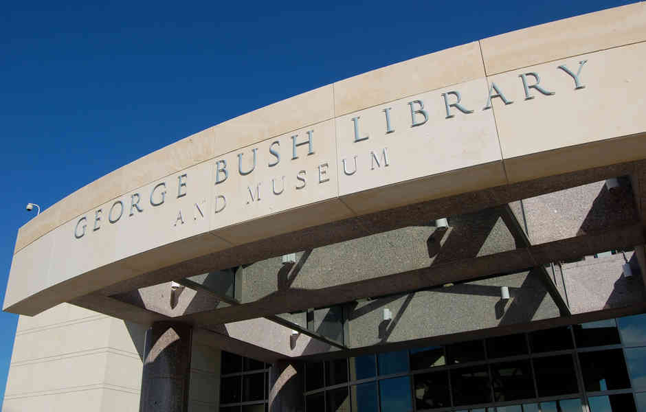 george bush library and museum enteryway