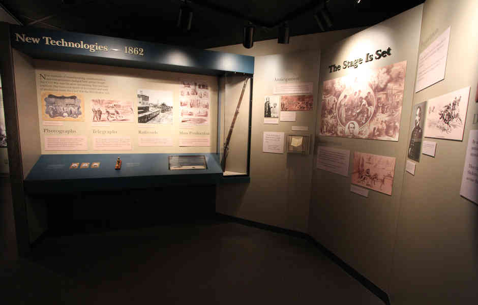 stones river national battlefield visitor center and headquarters exhibit graphics