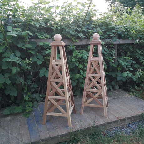 5' Cedar Criss Cross Obelisks
