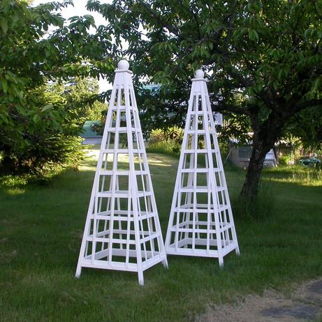 8' Cedar Trellis Obelisk, Solid White Stain, Sphere Finial