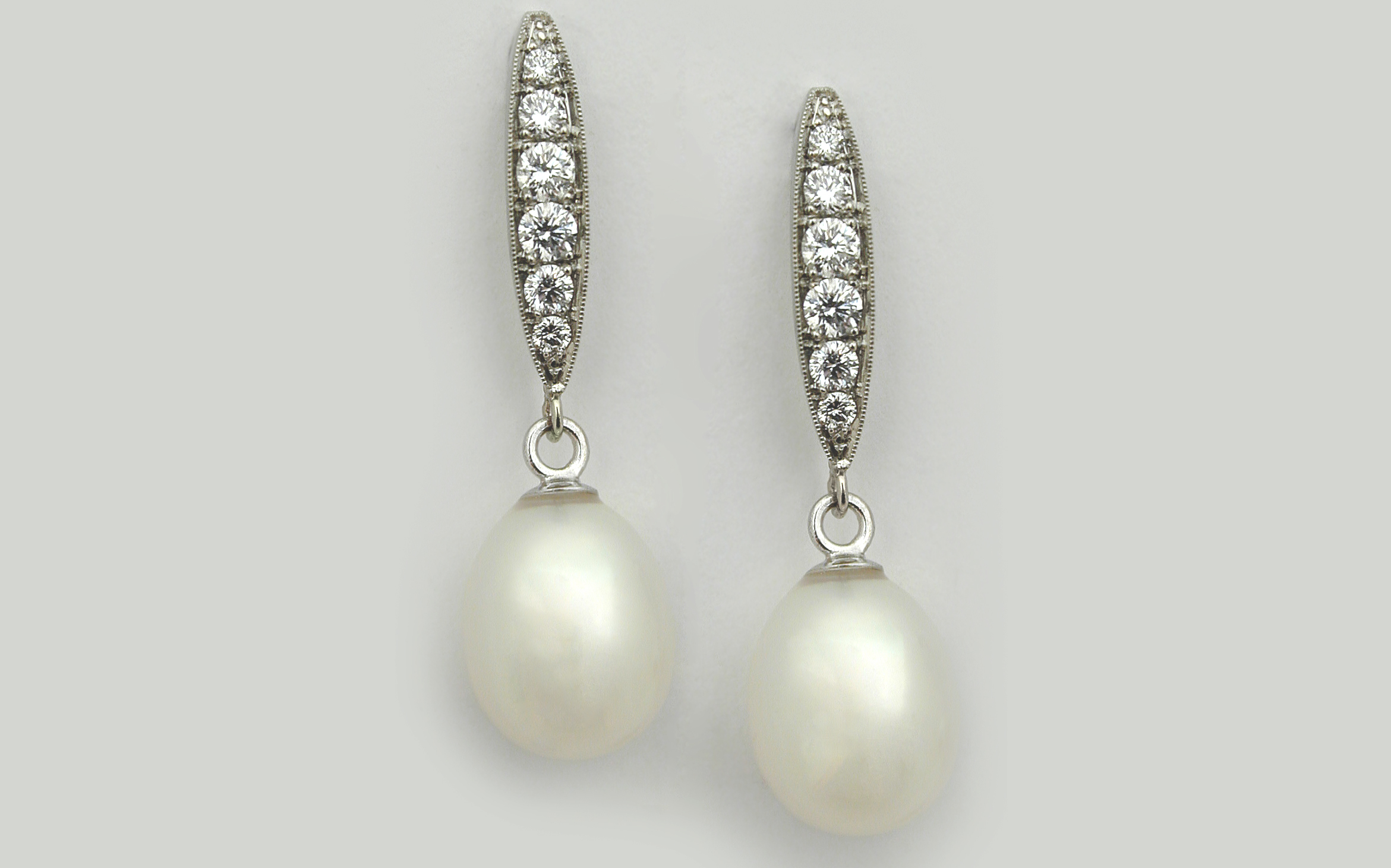 Freshwater Pearl and Diamond Pea Pods