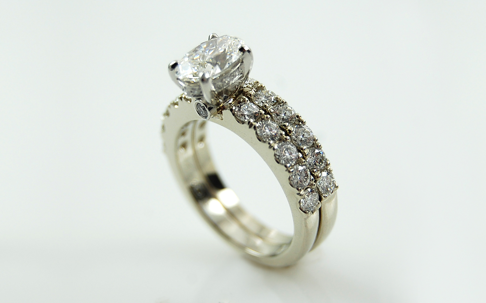 Oval Set with Diamonds French Cut in Bands