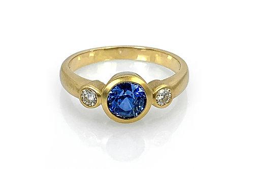 18KY Ceylon Sapphire Ring with Diamonds