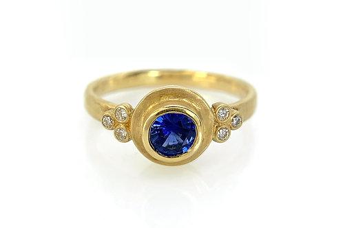 18KY Ceylon Sapphire Ring with Diamond
