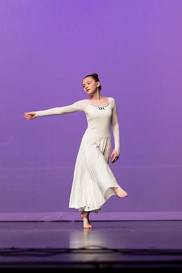 solo-lyrical-dancer-in-white