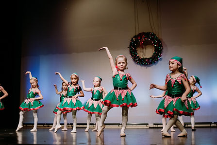 dancers-green-elf-costumes-stage