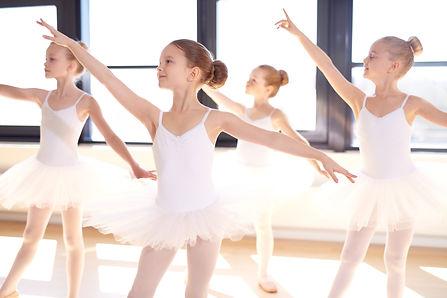 ballet-dancers-in-arabesque