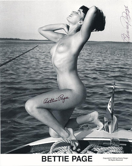 Bettie Page Autographed Bunny Yeager 8x10 on Boat 1950s Pin-up Photo 022